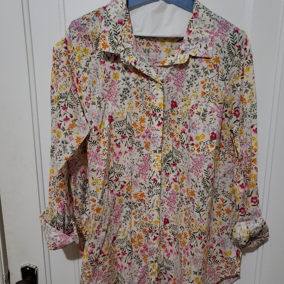Old Navy classic shirt floral blouse